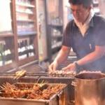 【画像】トンキンの焼き鳥屋、焼き鳥の食べ方について注文をつける!
