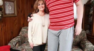 身長234cmの19歳少年がいた。このまま順調に伸びればギネス入りか?