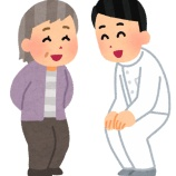 『病院の待合室で問診中の看護師がずっとパンツ見えてる』の画像