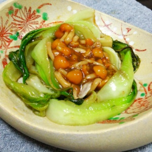 チンゲン菜とナメコの酢醤油和え