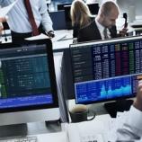 『【猿にダーツ】アクティブ投資ファンドの9割以上が指数に敗北!頻繁な売り買いは無意味だったことが判明するwwwww』の画像