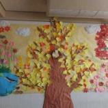 『図書室に秋の壁面が完成しました』の画像