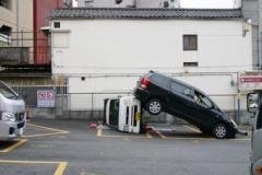 バックして車を止めるとき・・・