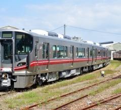 七尾線の413・415系と521系100番台