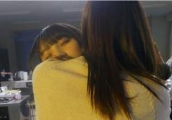 まるで赤ちゃんw 与田祐希、抱っこでねんねwwwwww