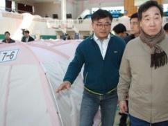 【?!】韓国、震度4の地震から2年経過。被災者が暮らす体育館を首相が訪問