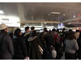 新幹線ストップで、KAT-TUNファン絶叫「新幹線動いて!」「コンサートに間に合わない!」「誰か代わりにグッズを買って!」