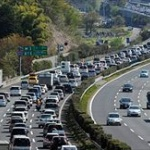 お盆休みを故郷で過ごすための帰省ラッシュ、東名ではやくも30キロの渋滞へwww