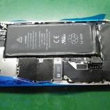 『iphone 4s バッテリーコネクタのはんだ付け手術』の画像