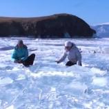 『バイカル湖の氷で音楽演奏』の画像