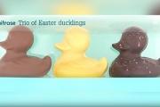 【人種差別】英スーパーで「アヒル」の3色チョコに非難殺到、商品名変更に…ホワイト(ふわふわ) ミルク(サクサク) ダーク(みにくい)