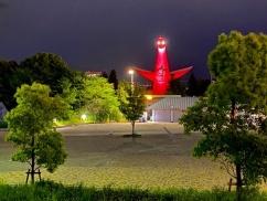 【画像】大阪がライトアップし始めた太陽の塔が怖すぎると話題にwwwwwwwww