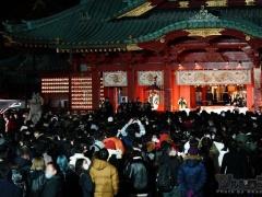 【令和三年】東京都民さん、初詣で三密達成しまう…