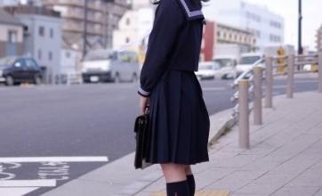 【衝撃】スカートではなくズボンの制服を選択する女子高生が急増