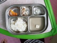 【画像】韓国が世界に誇る最新の給食がこちらwwwwwww