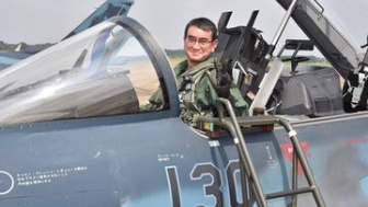 河野太郎防衛大臣のトップガンごっこに英国議員「僚機はいるかい?」