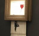 バンクシーの絵画、140万ドルで落札された直後に「自滅」する  額縁に隠しシュレッダー 内臓