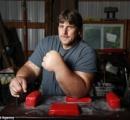 【画像】ポパイ並の腕を持つ男性、アームレスリングチャンピオンに向けて特訓中