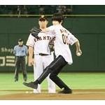 人気女子アナ・岡副麻希さんが始球式