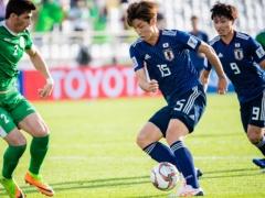 日本代表・大迫は技術的にどうポストプレーが上手いのか?