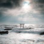 外国人「見てくれ、これが日本にある神聖な海の鳥居だ!」
