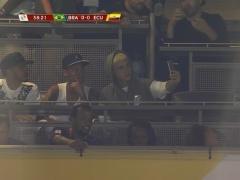 【画像/動画】ブラジル×エクアドルで話題になったのは試合より観客席のネイマール&ジャスティンビーバー!?