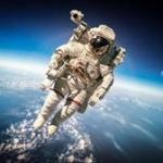 金井宇宙飛行士「宇宙に行くと身長が9cm伸びた」と報告!ロシア人が指摘 → 金井「2cmでした…」