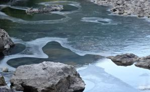 見たことがないほど凍った仁淀川