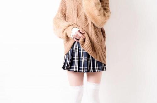 """【芸能】""""美魔女グラドル""""岩本和子、42歳の女子高生姿に「宝物です」「コクっちゃうよ」と反響のサムネイル画像"""