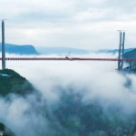 【動画】中国、高さ565m「世界一高い橋」が完成間近!200階建ビル相当 [海外]