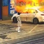 【動画】中国、駐車中の乗用車が突然、火噴いて爆発!ドライバー慌てて転げ出る!