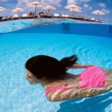 『プールでの日焼け止め使用で不妊やがんのリスク増加』の画像