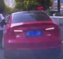 女性ドライバーが偽の駐車違反警告書を作り車に貼って取り締まりから逃れようとした結果……