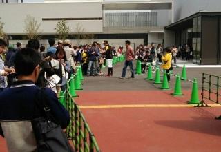 【悲報】松坂テストにファン大挙集結…とはいかず行列わずか20人 一方報道陣は15倍