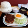 ■早稲田の「オトボケ」で、デカ盛りハンバーグ!