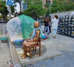 少女像の隣に設置されているテント、慰安婦支援団体とは関係ない…グッズを販売して金儲け=韓国の反応