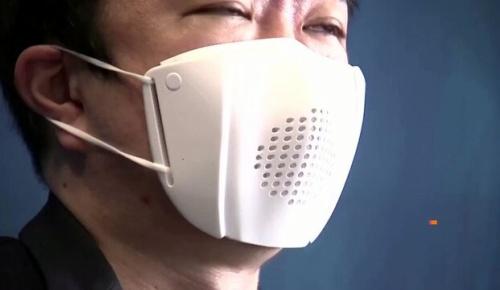 日本企業が開発した8ヶ国語に翻訳して小声で疎通できる「スマートマスク」が海外でも話題に