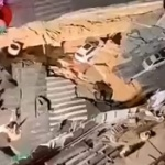 【動画】中国、また道路で大陥没事故!乗用車2台が飲み込まれズドーン!その瞬間 [海外]