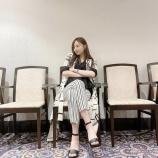 『【乃木坂46】相変わらず完璧な美脚だな・・・梅澤美波『えらそうに座ってみました・・・♡』』の画像