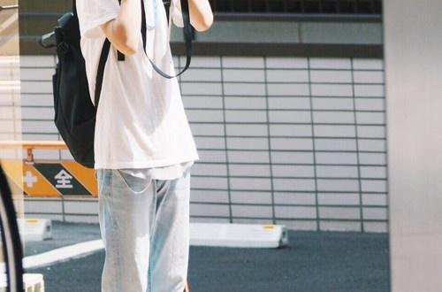 なんで日本ではこういう髪型のカマホモみたいなヒョロガリがモテるんや?のサムネイル画像
