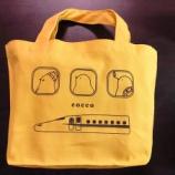『5種類のこっこが楽しめる!こっこ&JRコラボの黄色いミニトートバッグ付きセットが期間限定販売中!』の画像