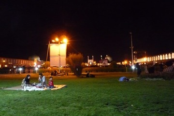 イスファハン・夜のピクニック