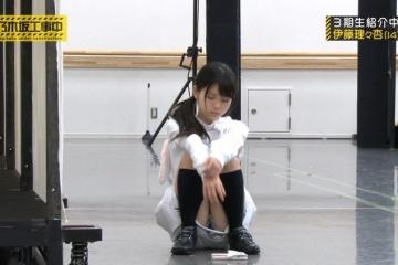 乃木坂・伊藤理々杏ちゃんがこんなエッチにしゃがんでいけないものが・・
