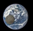 """【画像】""""太陽-人工衛星-月-地球""""の並びの時に人工衛星から月と地球を撮影した写真ゴイスー"""