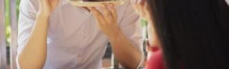 【ヤバ過ぎ】女性が男性と食事に行き、1280円のセットを食べたので1300円渡したら男がブチギレ!ブチギレた理由がおかしすぎる
