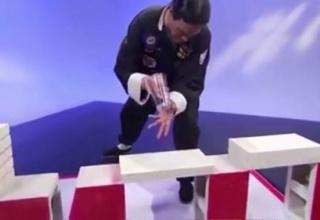 【やらせ】生放送番組のレンガを割る武術、とんでもない形で仕込みがバレるwww(画像あり)