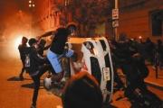 米国の黒人暴行死:暴動は75都市・夜間外出禁止令が約40都市に拡大、抗議活動中に3人が警官に撃たれ1人死亡…経済活動再開にも影響