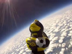【動画】 ドルトムントファンがBVBアヒル人形を成層圏まで飛ばすお馬鹿企画www