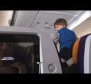 乗客ウンザリ ドイツ―アメリカ間のフライトで8時間叫び続ける男児(動画あり)