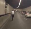 【動画】トンネルをキックボードで走る男が目撃される